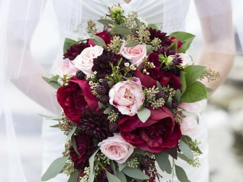 popular wedding bouquet styles cascade botanica wedding styles. Black Bedroom Furniture Sets. Home Design Ideas